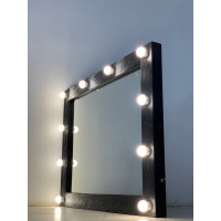Черное зеркало для ванной комнаты из дерева с подсветкой 70х70